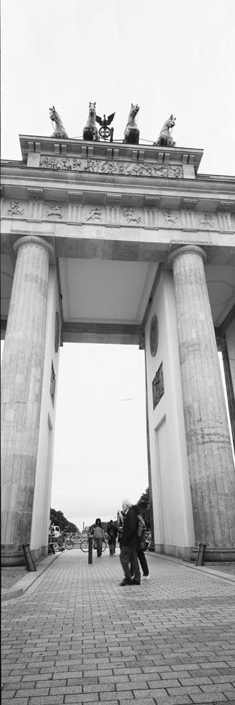 Berlin6x17_099b&w